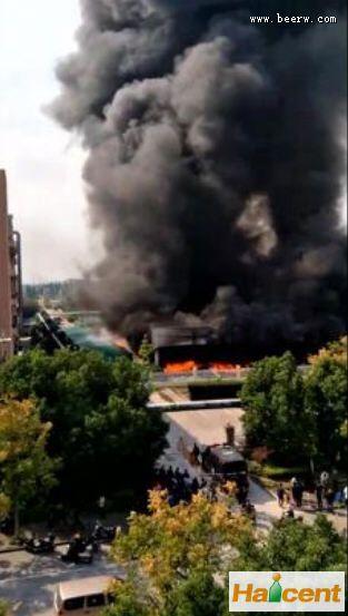 raybet雷竞雪花雷竞技app官网杭州公司突发火灾,浓烟滚滚