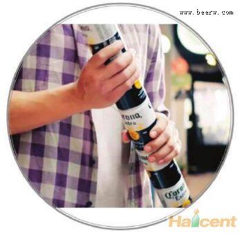 """科罗娜推出""""契合罐"""",不会产生塑料垃圾"""