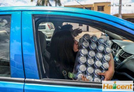 墨西哥雷竞技app官网短缺,买酒的队伍排到高速路上