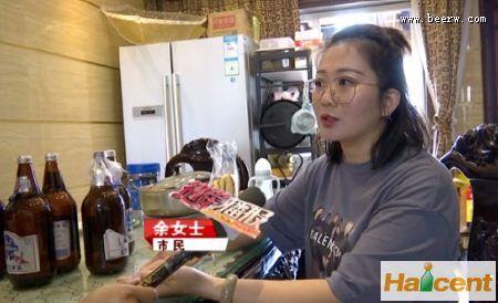 """蓝带王雷竞技app官网里喝出""""肉""""?厂家表示在调查"""