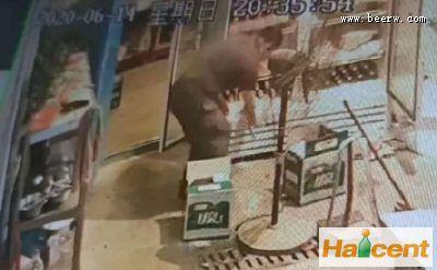 雪花雷竞技app官网瓶突然爆炸,男子右手鲜血直流